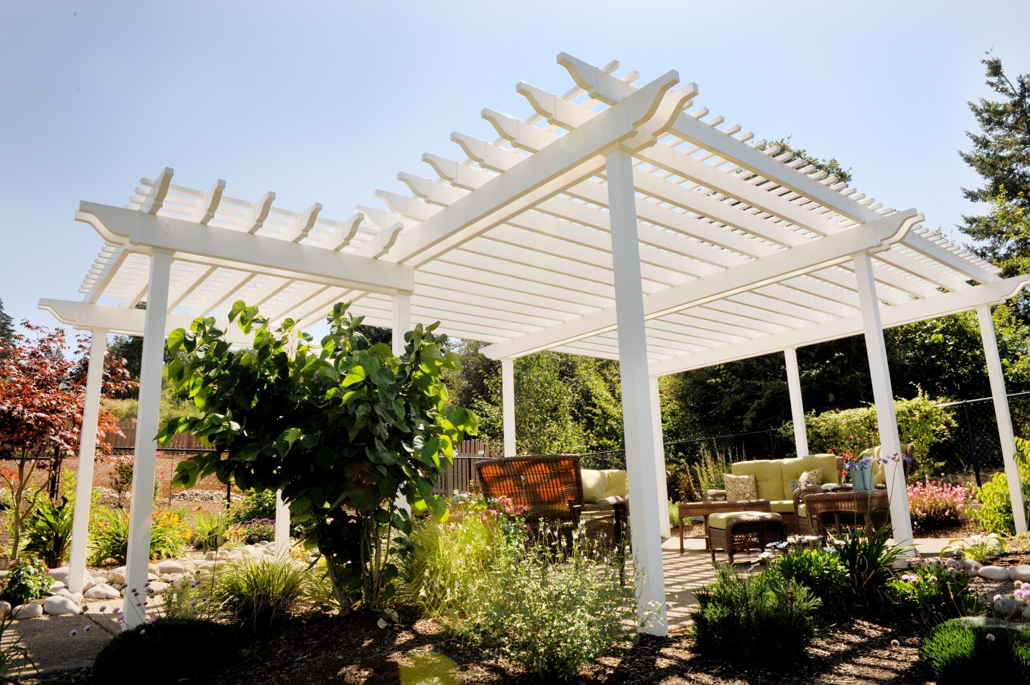 Pergola covers create your very own secret garden landscaping portland oregon desantis - Waterdichte pergola cover ...